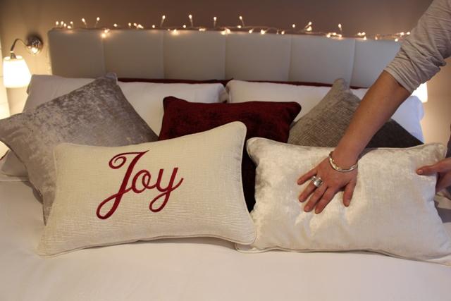 Il mio letto natalizio simplynabiki - Come mettere i cuscini sul letto ...