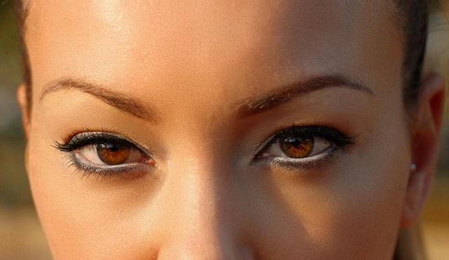 Occhi ambra colore capelli