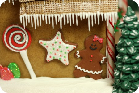 gingerbread house details